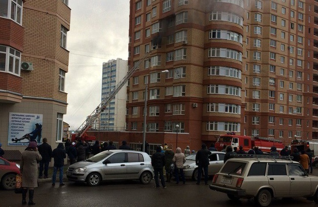 Пожарные спасли 4 человек изгоревшего дома наСалмышской вОренбурге