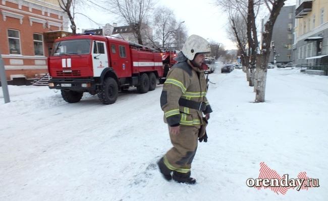 ВОренбурге напожаре вмногоквартирном доме пострадали два человека