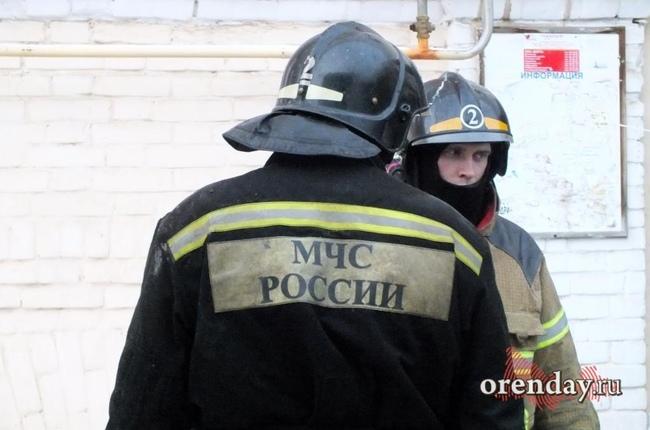 Навостоке Оренбургской области полыхает крупный элеватор