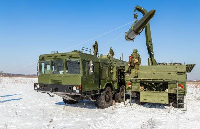 Трюк отвоенных лётчиков: наавтотрассу Ростовской области приземлится истребитель