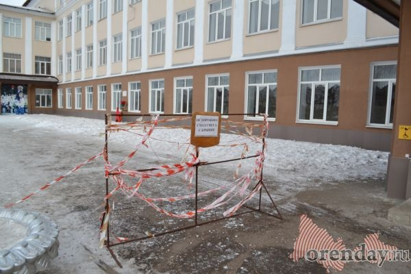 Шторм сорвал крышу сДома культуры вОренбуржье