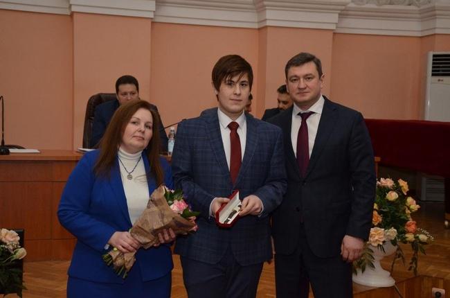 Школьника изОренбурга наградили часами запомощь впоимке преступников