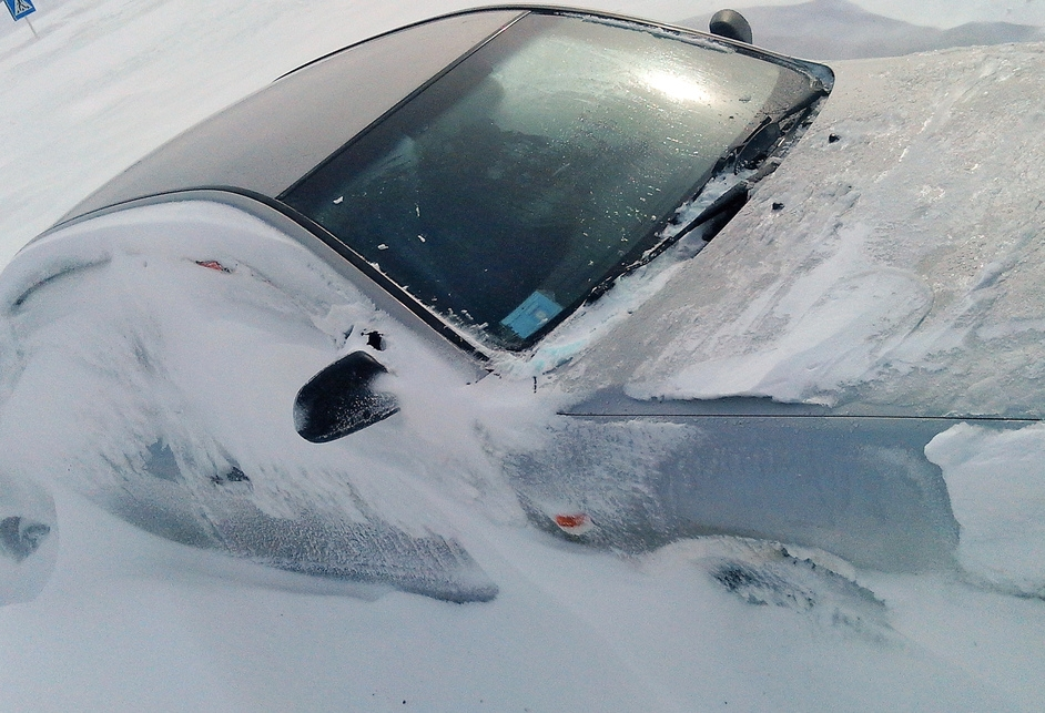 Стоит ли резко газовать если машина застряла в снегу
