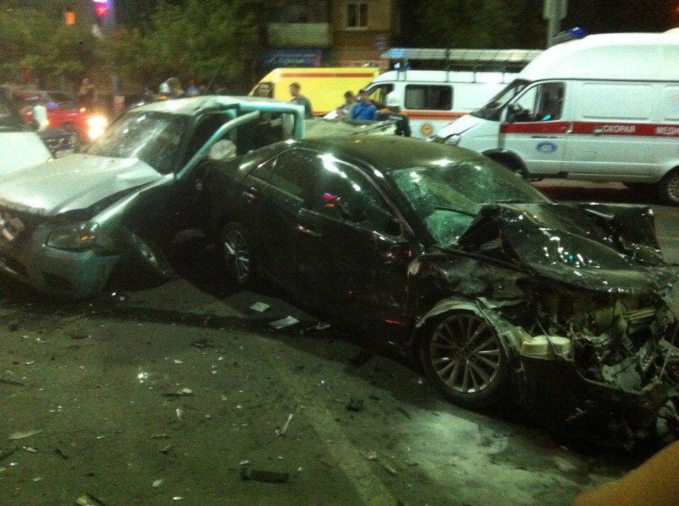 Два человека пострадали встолкновении четырех авто вОренбурге