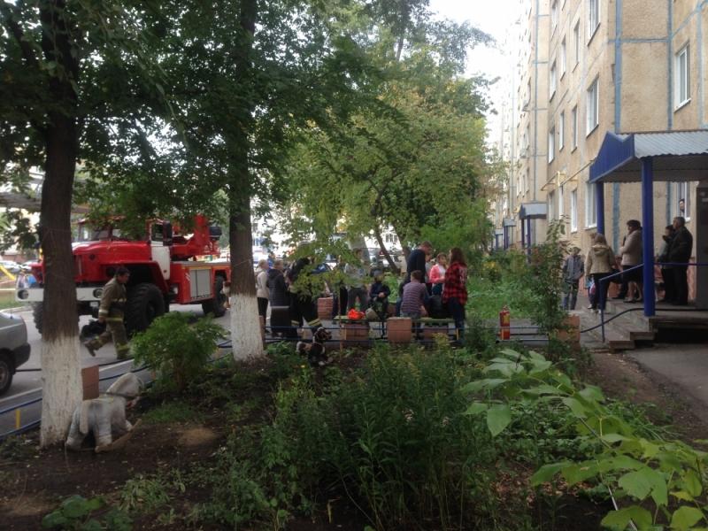Оренбургские пожарные изгорящего дома спасли 10 человек