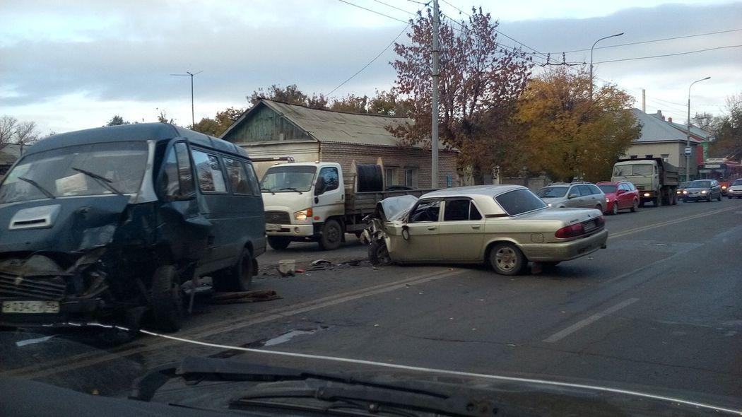 ВОренбурге вДТП наЦвиллинга пассажирская «Газель» столкнулась с«Волгой»