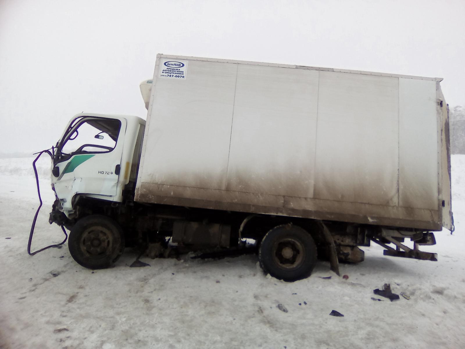 Натрассе Оренбург-Самара встолкновении легковушки и фургона погибла девушка