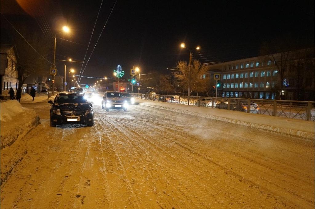ВОренбурге автомобиль «OPEL» сбил 10-летнего школьника насветофоре