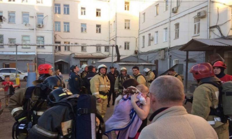 ВОренбурге огнеборцы спасли 5 человек впроцессе пожара