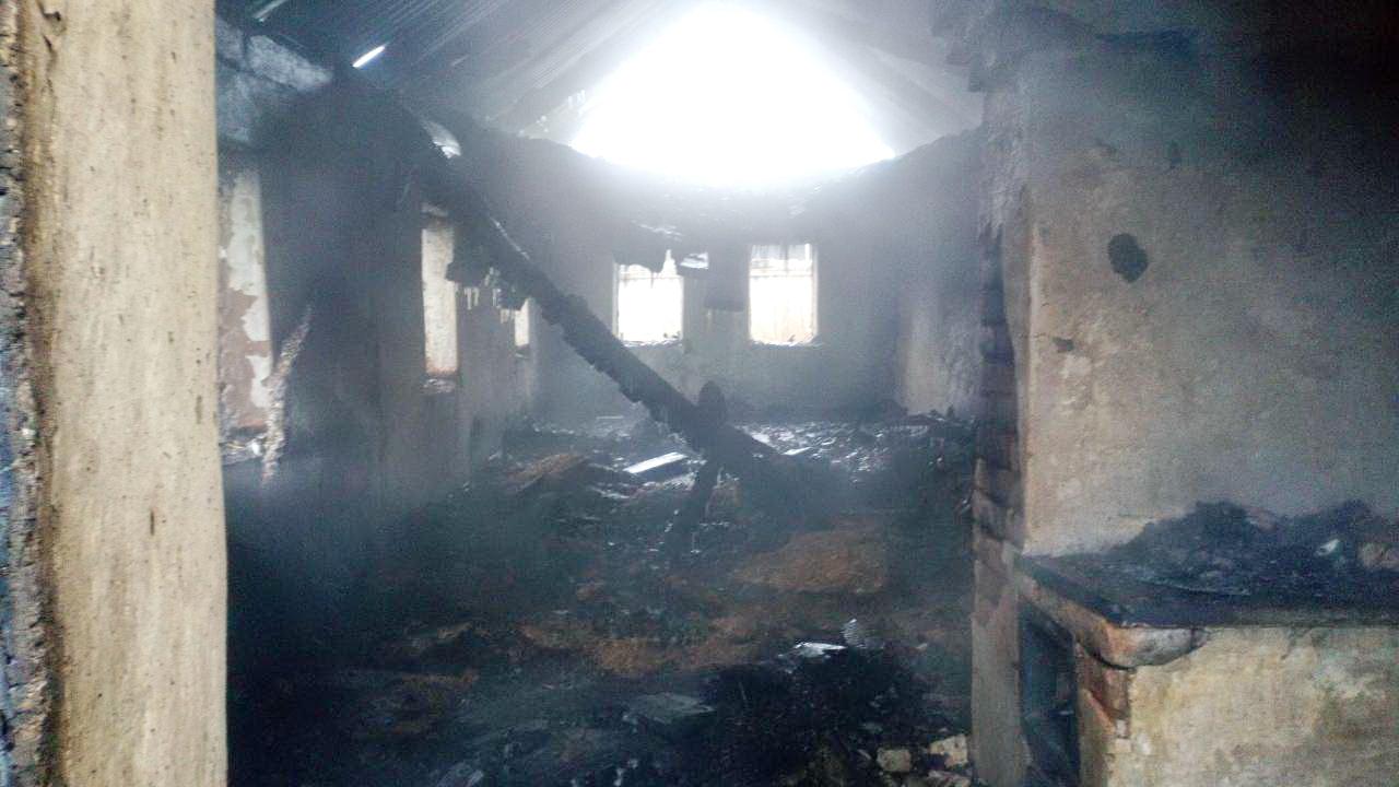 ВПереволоцком районе полицейский спас 2-х детей от вероятной погибели напожаре